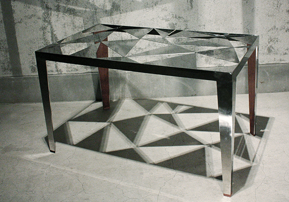 Stainless-steel table with images from the ore. It reflects light and space produce a surface of stainless steel truss structure that applies. Add warmth and combined with stainless steel wood and glass.<br>[ size: 700*1200*700 | material: Stenless, Wood| brand: BridgE new experimental product design ]<br>Photographed by Kenichiro OOMORI